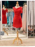 รหัส ชุดราตรีสั้น : BB031 ชุดราตรีสั้น เดรสออกงาน ชุดไปงานแต่งงานสีแดง ชุดแซกงานสวยมาก ประดับกริตเตอร์ที่ไหล่เพิ่มความน่ารัก