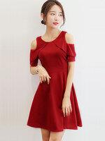 ชุดเดรสแฟชั่นแขนสั้น แต่งผ้าระบาย เว้าโชว์ไหล่ดูสวยหวาน-1703-สีแดงเข้ม