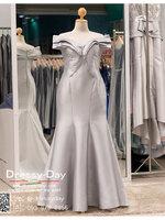 รหัส ชุดราตรีคนอ้วน : PF052 ชุดราตรีชุดไปงานแต่ง after party สีเทา แบบเปิดไหล่ ชุดยาวสุดหรูเหมาะใส่ออกงานกลางคืน งานแต่งงาน ชุดไปงานแต่งสีเทา เรียบหรู เหมาะสำหรับงานแต่งงาน งานกลางคืน กาล่าดินเนอร์ ชุดออกงาน ชุดคนอ้วน
