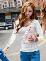 เสื้อยืดแฟชั่นคอกลม แขนยาว แต่งสายคล้องคอ-1438-สีขาว