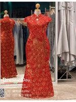 รหัส ชุดราตรีคนอ้วน : KPL049 ชุดกี่เพ้าประยุกต์ราคาถูกลายนกยูง ชุดกี่เพ้าสวยๆ สีแดง งานปักเลื่อมมือ สวยๆ ทรงเข้ารูป ใส่เป็นชุดกี่เพ้าแต่งงานก็สวยคะ กี่เพ้าคนอ้วน