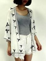 เสื้อคลุมแฟชั่นสไตล์โบฮีเมี่ยน ปักลายใบไม้ทรงหน้ายาวหลังสั้น-1386-ลายสีดำ