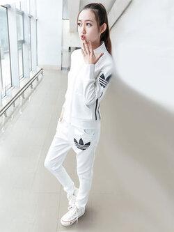 ชุดออกกำลังกายผู้หญิงสีขาว ขายาว สไตล์แบรนด์ มี 3 ไซส์ M/L/XL รหัส 1727