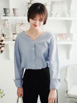 เสื้อเชื๊ตแฟชั่นผู้หญิงคอวี แขนยาวลายตรงเส้นเล็กสีน้ำเงินสวยน่ารักสไตล์เกาหลี รหัส 1842