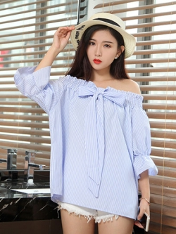 เสื้อแฟชั่นลายริ้วขาวฟ้าเปิดไหล่ใส่ได้หลากสไตล์ แบบสวยน่ารักสไตล์เกาหลี รหัส 1769