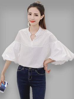 เสื้อแฟชั่นคอวี แขนดีไซน์พองๆ ใส่ห่วงคอเสื้อสุดเก๋ รหัส 1595-สีขาว