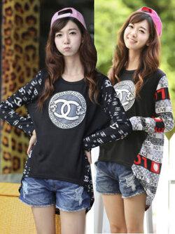 เสื้อแฟชั่นกลมแต่งลายแชนแนลกลางอกแบบน่ารักสไตล์เกาหลี 2 สี รหัส 1796