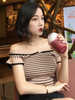 เสื้อไหมพรมแฟชั่นแต่งลายขวางแต่งคอปาดสวยหวานสไตล์เกาหลี รหัส 1712-สีกาแฟ
