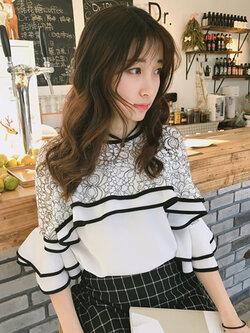 เสื้อครอปแฟชั่นแต่งเก๋ช่วงคอและต้นแขนด้วยผ้าลูกไม้สวยหวานสไตล์เกาหลี รหัส 1659-สีขาว