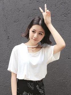 เสื้อยืดแฟชั่น แต่งเปิดไหล่ สุดแนวสไตล์เกาหลี รหัส 1597-สีขาว