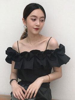 เสื้อสายเดี่ยวแฟชั่นแต่งเก๋ระบายพับจีบรอบ สวยหวานสไตล์เกาหลี รหัส 1688-สีดำ
