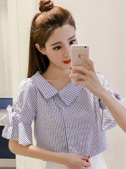 เสื้อแฟชั่นลายตรงสีน้ำเงินขาวกระดุมเฉียงแขนระบายผูกโบว์น่ารักสไตล์เกาหลี รหัส 1845