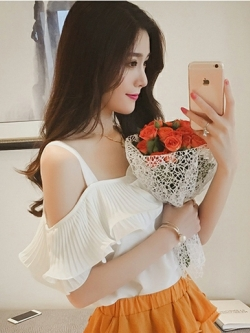 เสื้อแฟชั่น สายเดี่ยวแต่งอกระบายสวยหวานสไตล์เกาหลี รหัส 1580-สีขาว