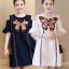 ชุดเดรสแฟชั่นแขนสั้น โชว์ไหล่ แต่งผ้าปักลายผีเสื้อสวยหวานสไตล์เกาหลี มี 2 สี รหัส 1797