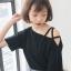 เสื้อครอปแฟชั่นดีไซน์เก๋ แต่งสายคาดไขว้แนวสาวเท่ห์ปนเซ็กซี่สไตล์เกาหลี รหัส 1600-สีดำ thumbnail 1