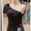 รหัส ชุดราตรีสั้น :PF140 ชุดราตรีสั้นผ้าซาติน เดรสออกงานไหล่เฉียง ชุดไปงานแต่งงานสีดำ ชุดแซกงานสวยมาก แบบประดับโบว์เพิ่มความน่ารัก thumbnail 2