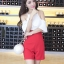 จัมพ์สูทขาสั้นโชว์ไหล่-กางเกงสีแดง