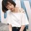 เสื้อครอปแฟชั่นดีไซน์เก๋ แต่งสายคาดไขว้แนวสาวเท่ห์ปนเซ็กซี่สไตล์เกาหลี รหัส 1600-สีขาว thumbnail 1