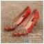 รหัส รองเท้าไปงาน : RR001 รองเท้าเจ้าสาว พร้อมส่ง ตกแต่งคริสตัลสวยๆ สีแดง ปักดิ้นทอง สวย สง่า ดูดีแบบเจ้าหญิง ใส่เป็นรองเท้าคู่กับชุดกี่เพ้า ชุดยกน้ำชา ชุดงานหมั้น หรือ ใส่ออกงาน กลางวัน กลางคืน สวยสง่าดูดีมากคะ ราคาถูกกว่าห้างเยอะ thumbnail 1