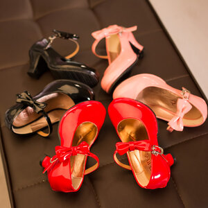 รองเท้าเด็ก : รองเท้าคัชชู ส้นสูง หนังแก้ว
