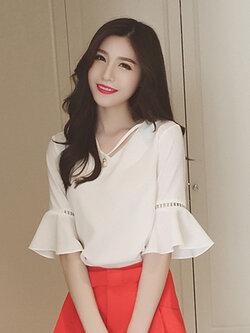 เสื้อแฟชั่นคคอวี แต่งสายใส่มุกที่คอสวยเก๋สไตล์เกาหลี -1603-สีขาว