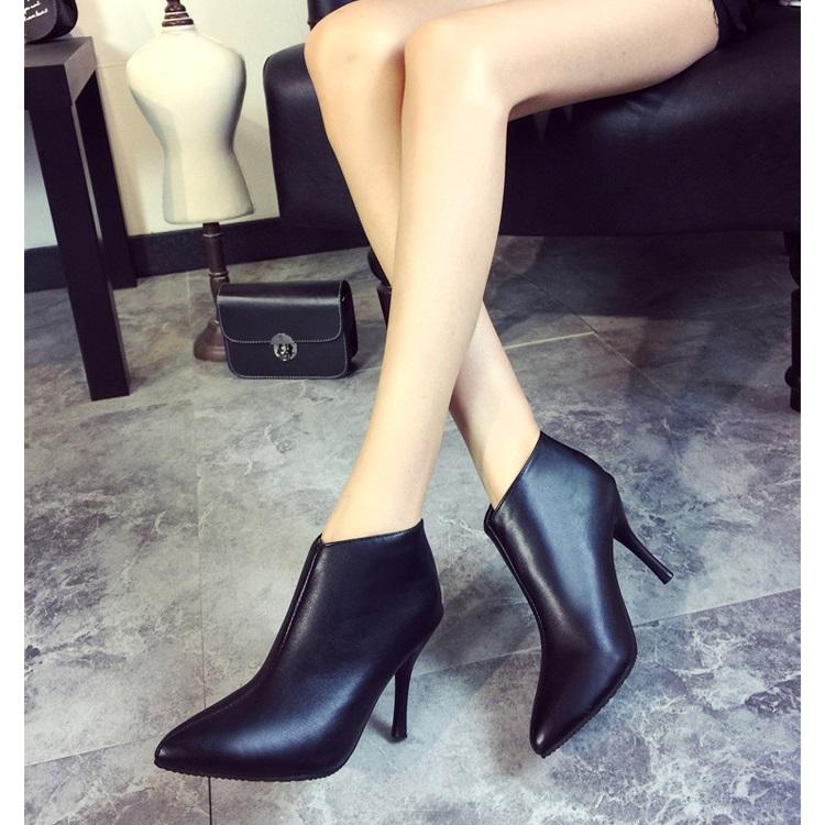 รองเท้าบูทพร้อมส่ง รองเท้าบูทผู้หญิง รองเท้าบูทราคาถูก